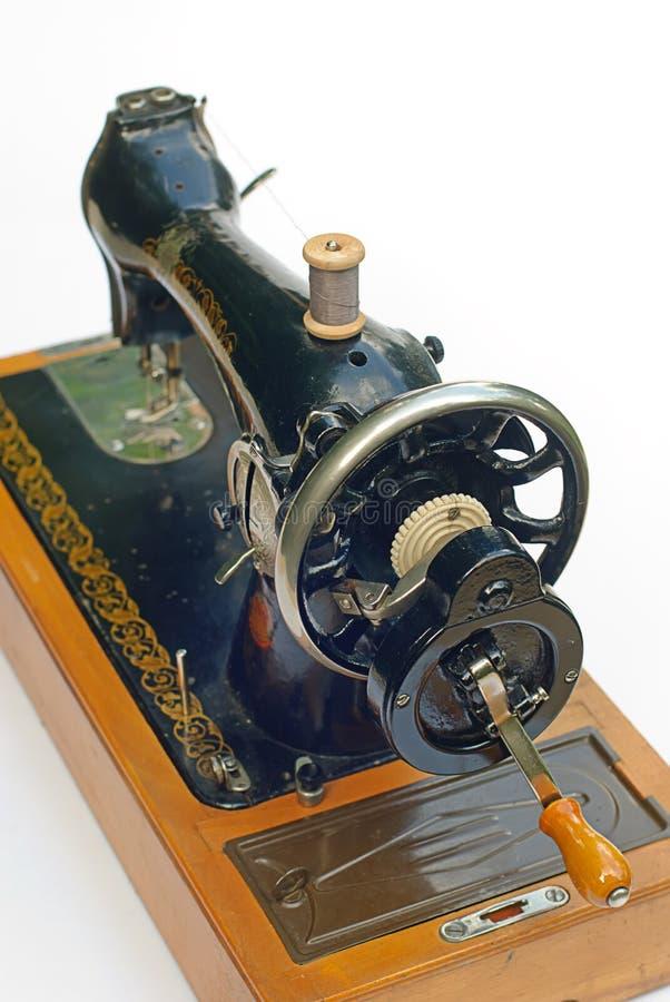 Alte Nähmaschine getrennt stockfotografie