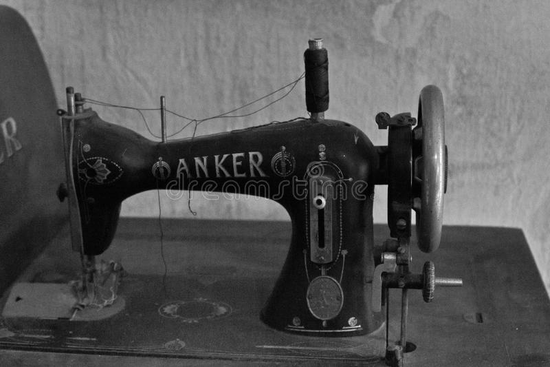 Alte Nähmaschine am Museum lizenzfreies stockbild
