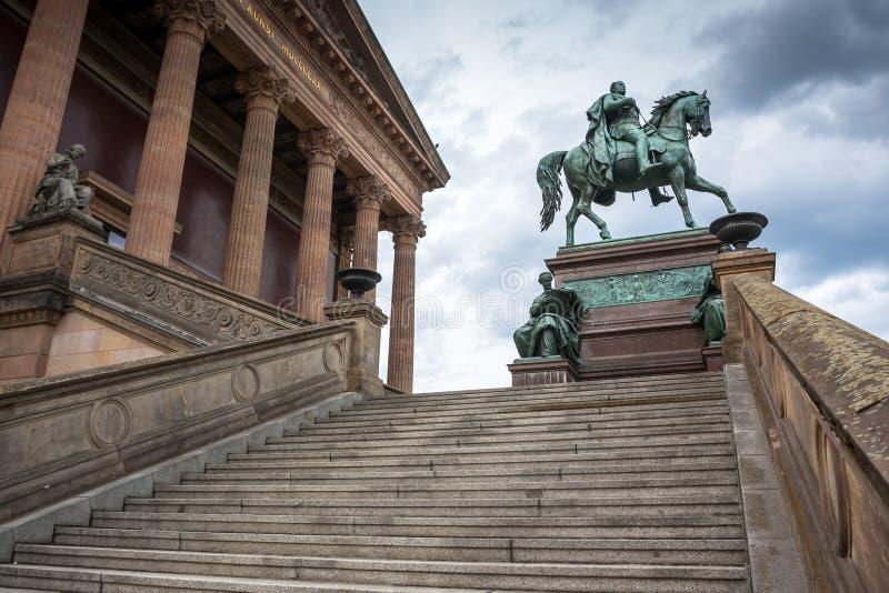 Alte Nationalgalerie en Museumsinsel en Berlín fotografía de archivo