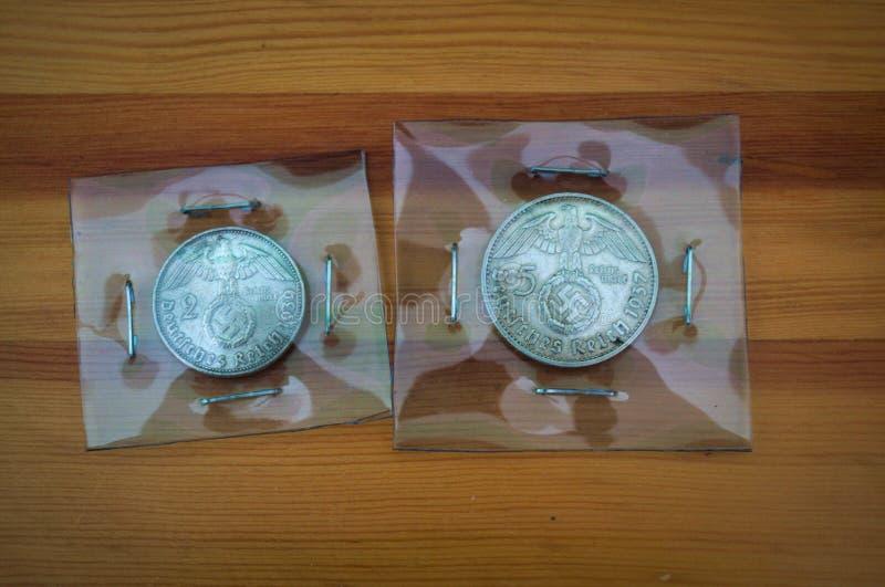 Alte Nazimünzen, 2 und 5 Kennzeichen lizenzfreies stockbild