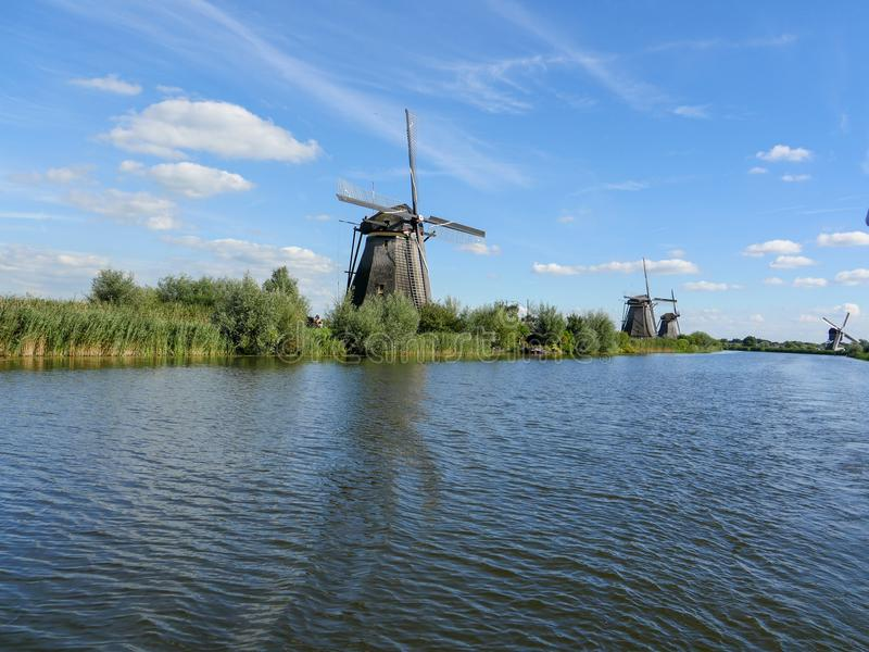 Alte niederländische Windmühle im schönen Schuss stockbild