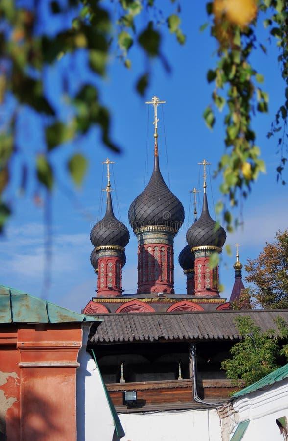 Alte orthodoxe Kirche im historischen Stadtzentrum von Yaroslavl, Russland stockfotos