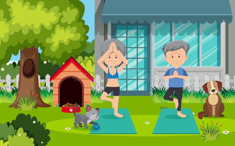 Alte Paare, die Yoga am Yard tun lizenzfreie abbildung