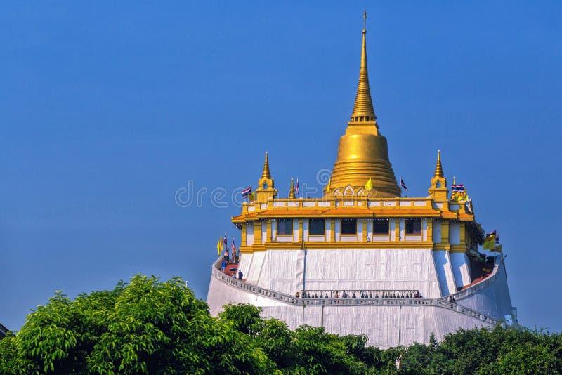Alte Pagodengoldfarbe an Wat Saket-Tempel goldenem Berg lizenzfreies stockbild