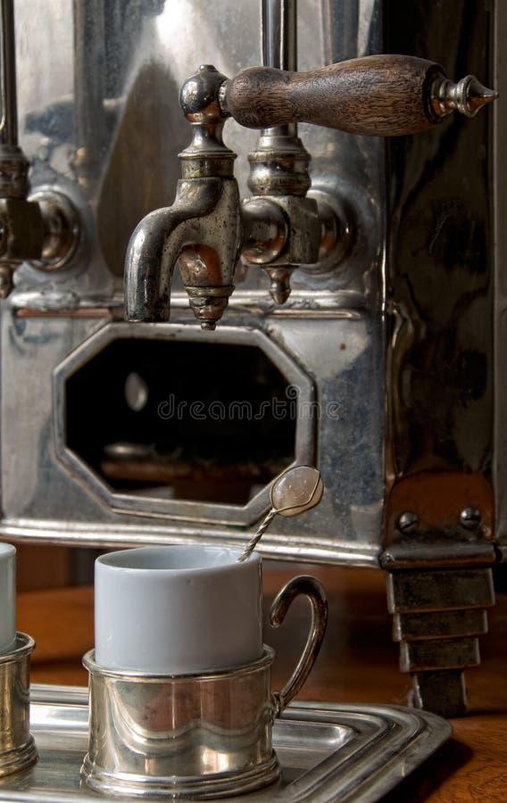 Alte portugiesische heiße Kaffeemaschine lizenzfreie stockfotografie