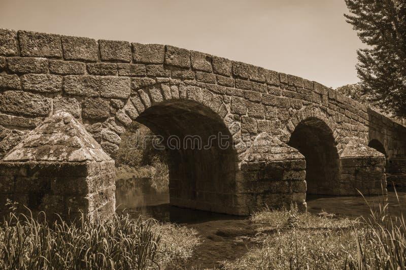 Alte römische Steinbrücke über trennen Fluss in Portagem stockfoto