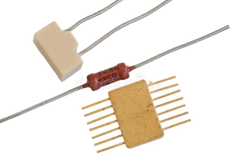 Alte Radiokomponenten auf einem weißen Hintergrund lizenzfreie stockbilder