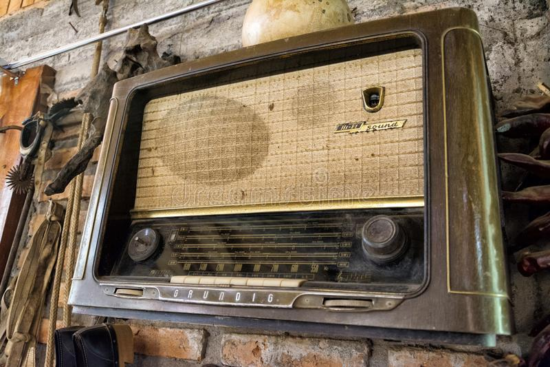 Alte Radiomarke Grundig stockfotos