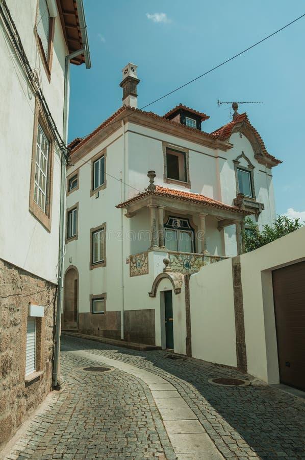 Alte reizend Villa in verlassener Gasse stockbild