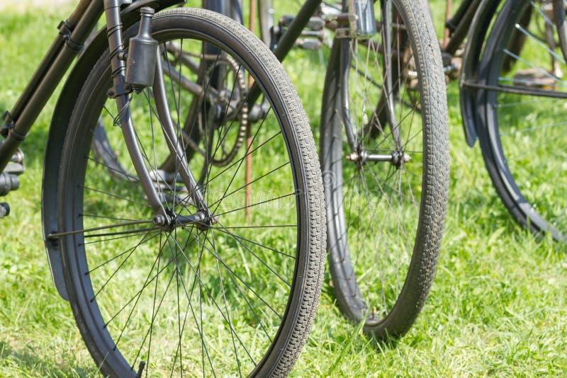 Alte Retro- Fahrräder mit Dynamo lizenzfreie stockbilder