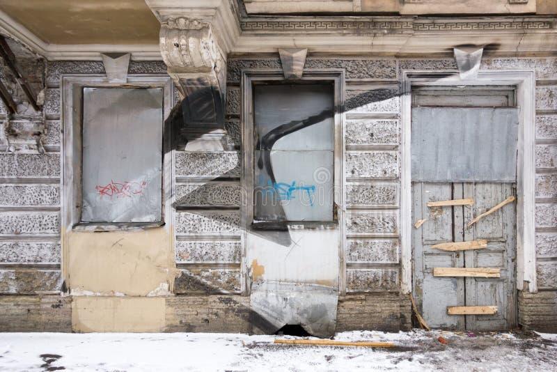 Alte, Retro-, schmutzige Fassade lizenzfreie stockfotos