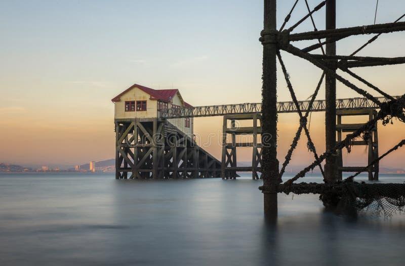 Alte Rettungsbootstation an murmelt, Südwales stockfoto