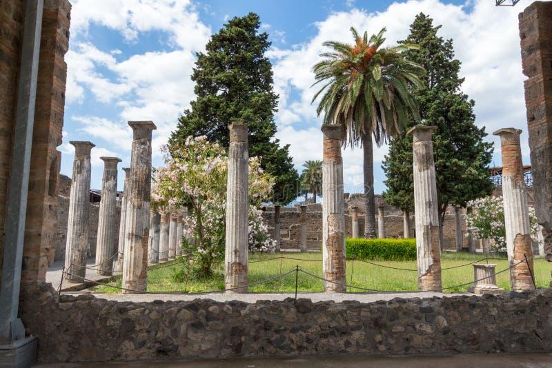 Download Alte Roman Pompei-Ruinen imagen de archivo. Imagen de erupción - 64204061