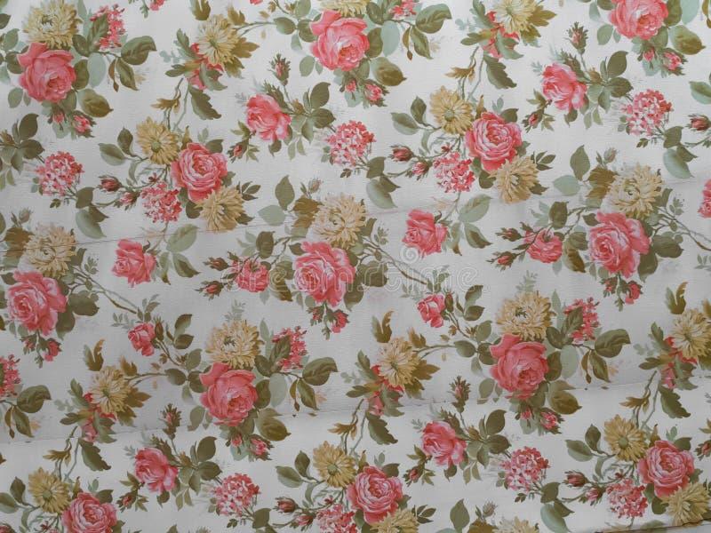 Alte Rose verzierte Tapete stockbild
