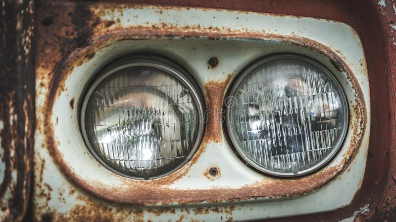 Alte Rost-Scheinwerfer-Auto-Sammlung lizenzfreie stockbilder