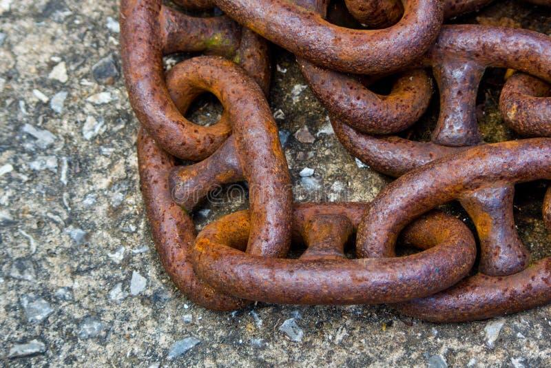 Alte rostige Eisenketten lizenzfreies stockfoto