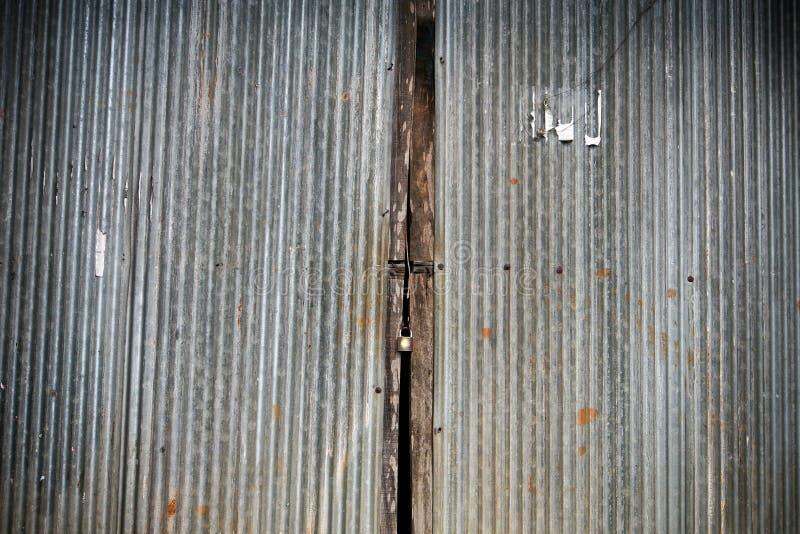 Alte rostige Eisentür stockbilder
