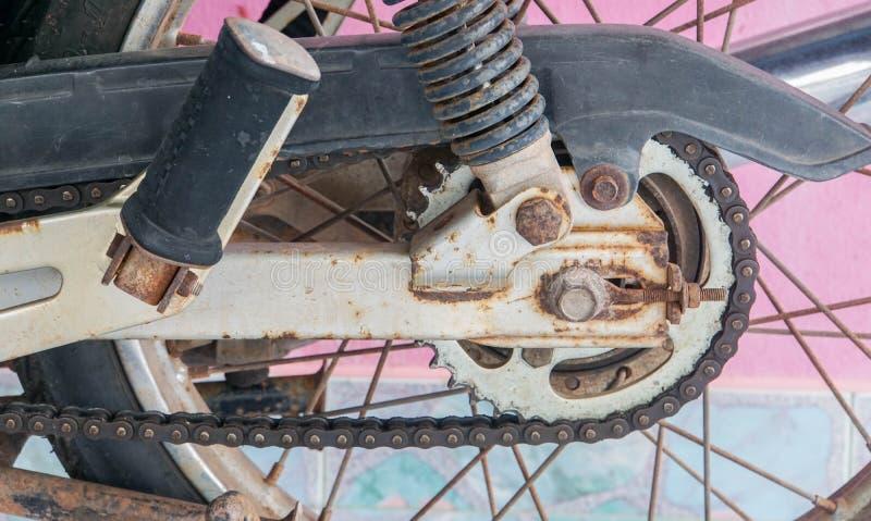 Alte rostige Ketten- und Motorradteile lizenzfreie stockfotografie