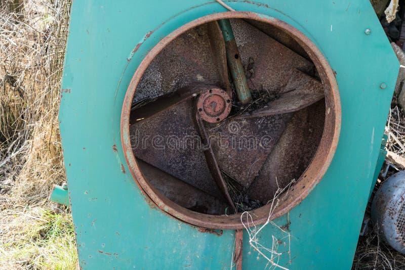 Alte rostige landwirtschaftliche Maschinen stockbilder