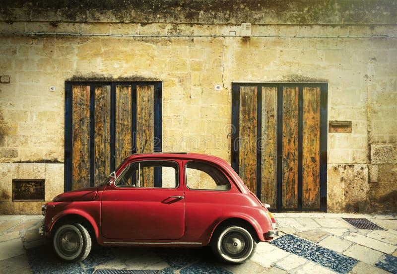 Alte rote Autoszene der Weinlese stockfoto