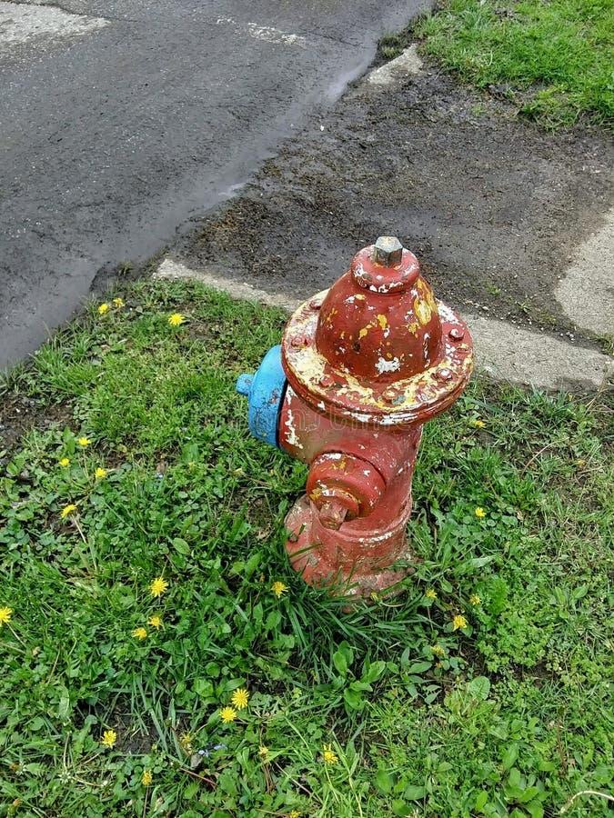 Alte rote gelbe blaue Hydrant-Antike lizenzfreie stockfotos