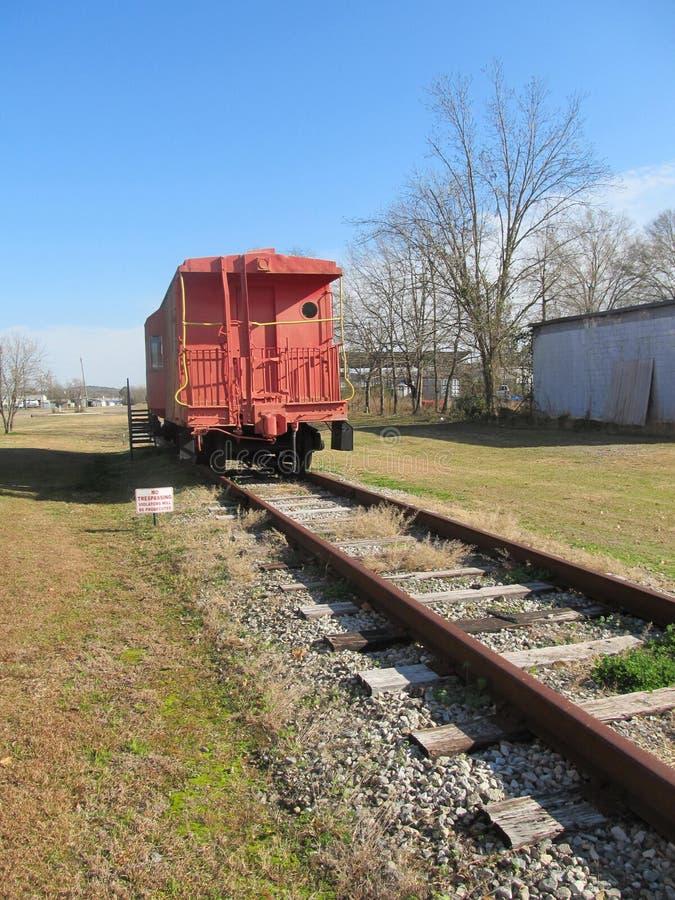 Alte rote Kombüse auf Eisenbahn lizenzfreie stockbilder
