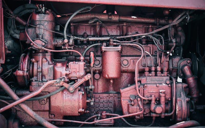 Alte rote Maschine mit vielen Teilen lizenzfreies stockbild