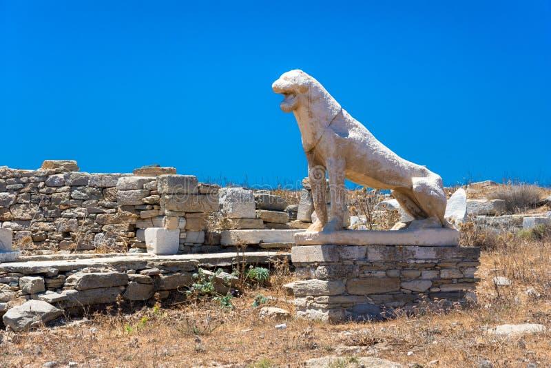 Alte Ruinen in der Insel von Delos in den Kykladen, eine der wichtigsten mythologischen, historischen und archäologischen Fundstä lizenzfreies stockbild