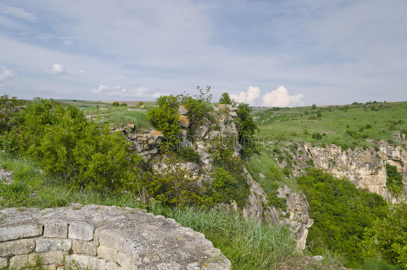 Alte Ruinen einer mittelalterlichen Festung lizenzfreie stockfotografie