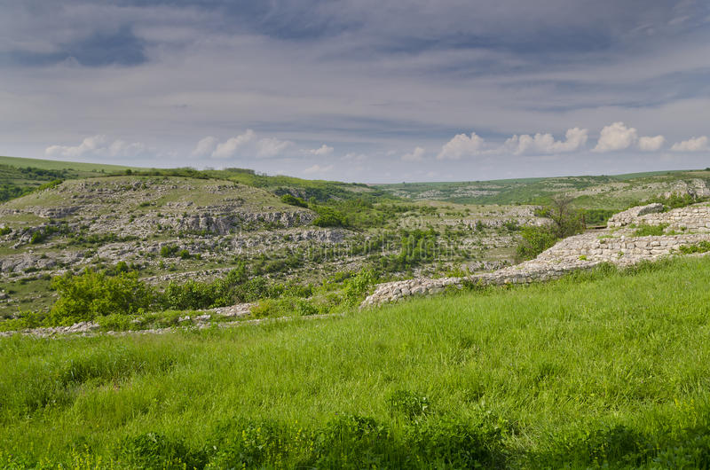 Alte Ruinen einer mittelalterlichen Festung stockfotos