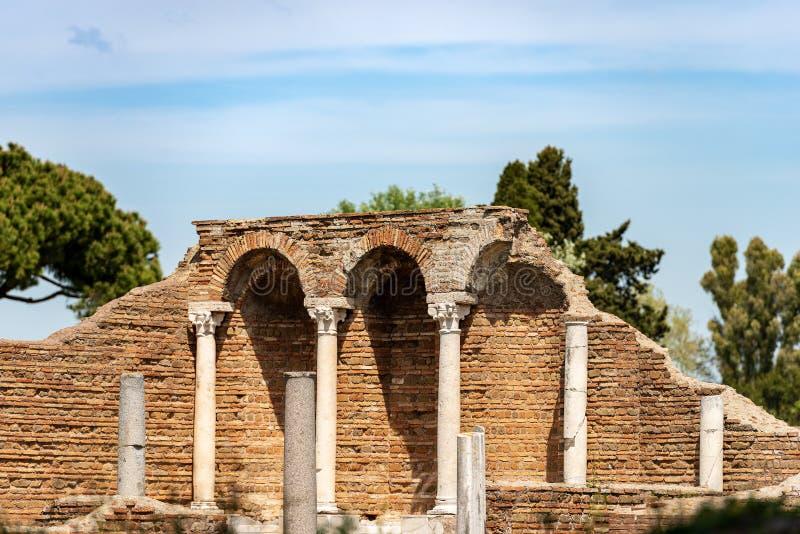 Alte Ruinen eines römischen Gebäudes - Ostia Antica Rom Italien lizenzfreie stockbilder