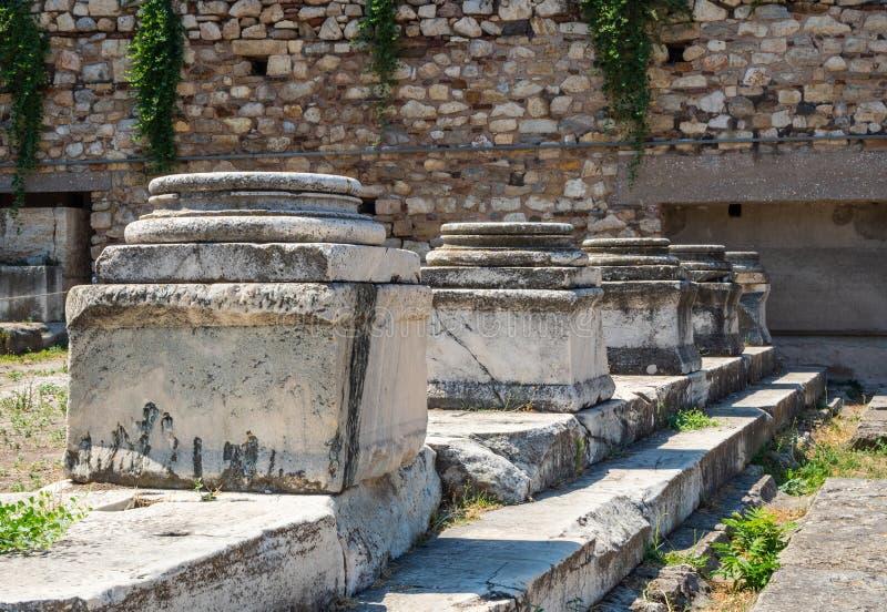 Alte Ruinen von Gebäuden und von Basis der Spalten in Roman Agora in Athen, Griechenland lizenzfreies stockfoto
