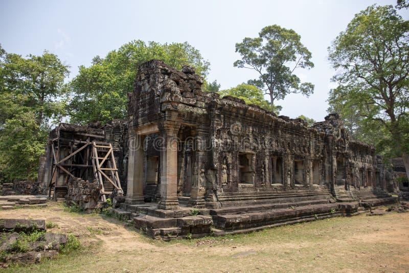 Alte Ruinen von Tempel Banteay Kdei in Angkor Wat Komplex, Kambodscha Steintempelruinenwiederherstellung mit Baugerüsten lizenzfreies stockbild