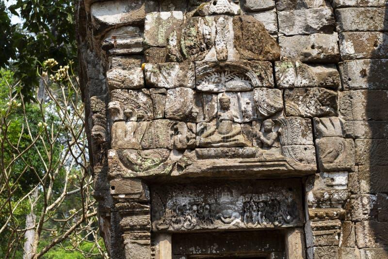 Alte Ruinen von Tempel Preah Palilay in Angkor Wat Komplex, Kambodscha Steinflachreliefnahaufnahme Steintempelruine lizenzfreies stockbild