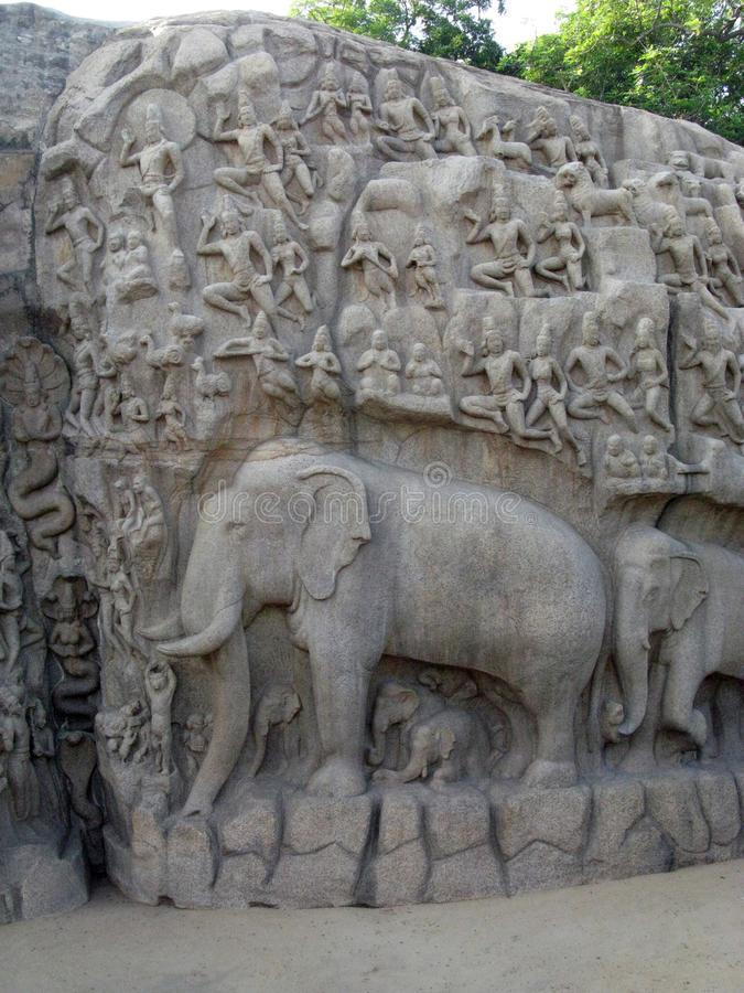 Alte Ruinenkunst in Angkor Thom, Kambodscha mit Bild des Elefanten und der Leute schnitzte in Steinwand lizenzfreie stockfotografie