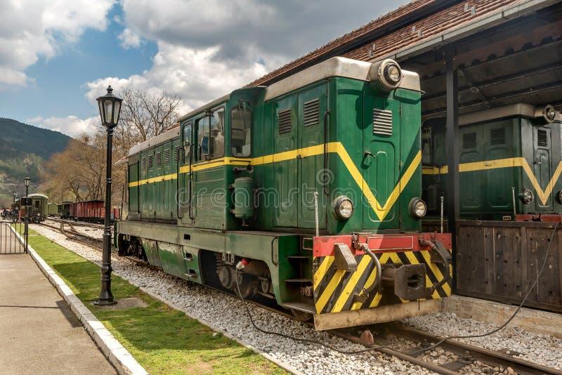 Alte rumänische sich fortbewegende Feldbahn an Station Mokra Gora, Serbien stockfoto