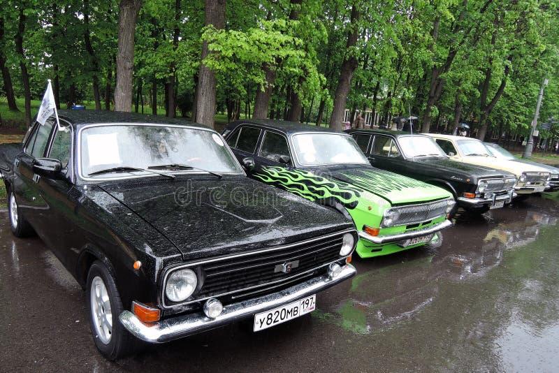 alte russische autos von verschiedenen farben redaktionelles stockfoto bild von russisch. Black Bedroom Furniture Sets. Home Design Ideas