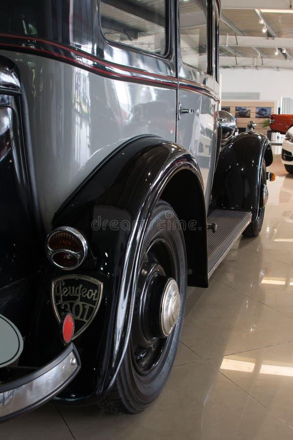 Alte sammelbare kompakte Vierzylinderlimousine - Peugeot 301, 1933 lizenzfreies stockbild