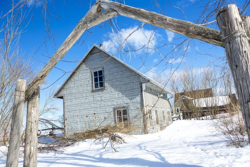 Alte Scheune in der Wintersaison stockfoto