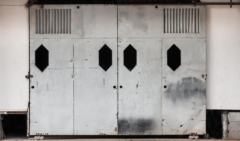 Alte Schiebetür alte schiebetür stockbild bild plättchen öffnung 48649265