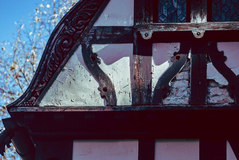 Alte Schloss-Dachspitzen-ausführliche Ecke stockbilder