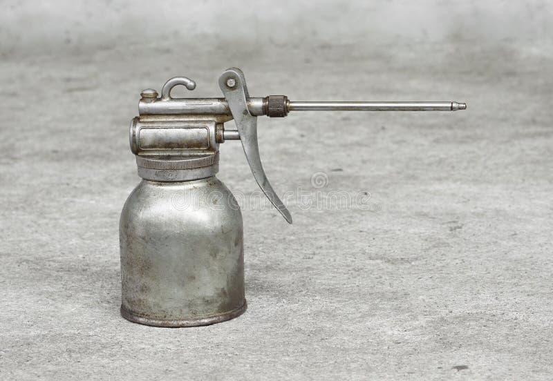 Alte Schmieröl-Dose stockbild