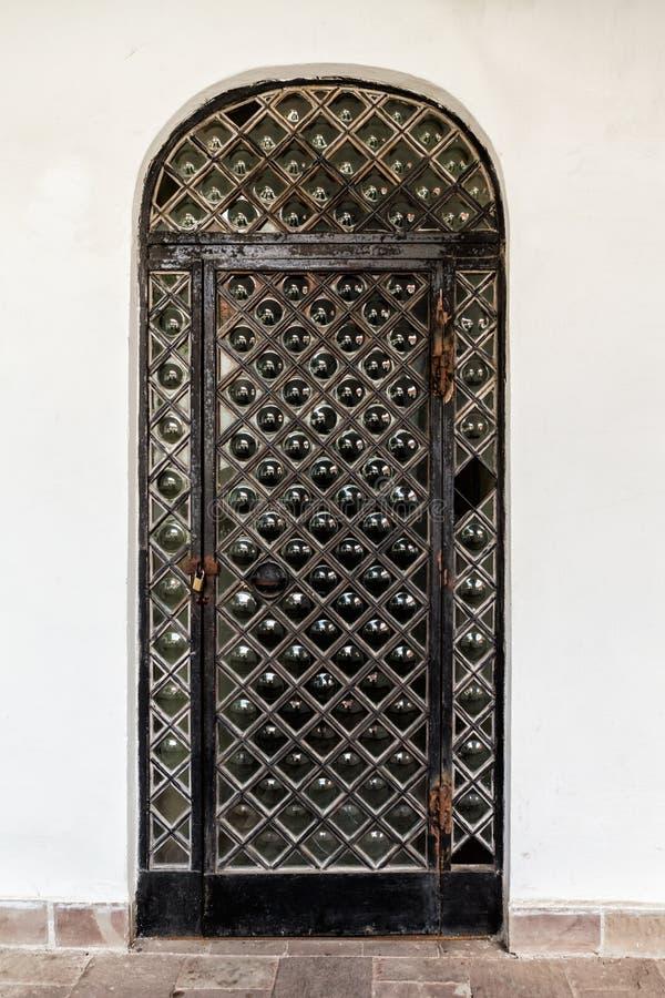 Metalltür alte schwarze metalltür stockbild bild gebrochen 43166935