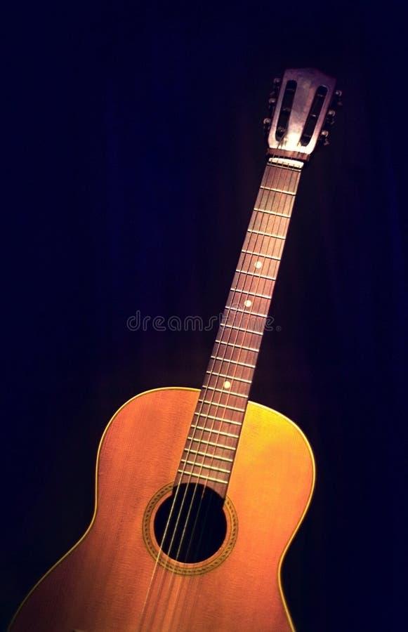 Alte Sechs-Zeichenkette Gitarre lizenzfreies stockbild