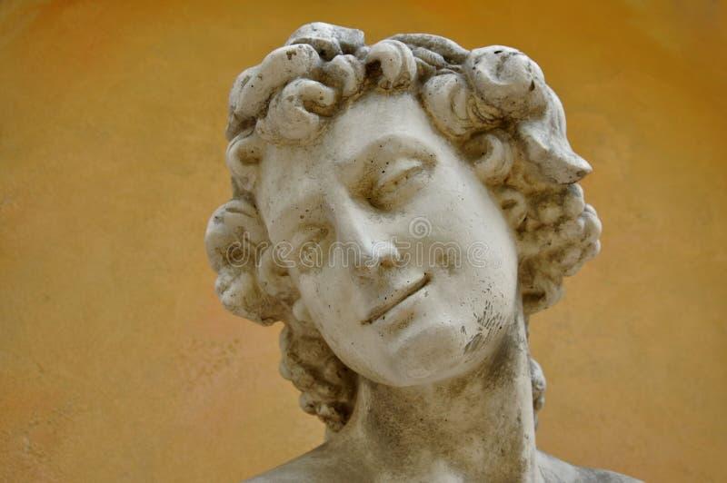 Alte Skulptur der Frau lizenzfreie stockfotos