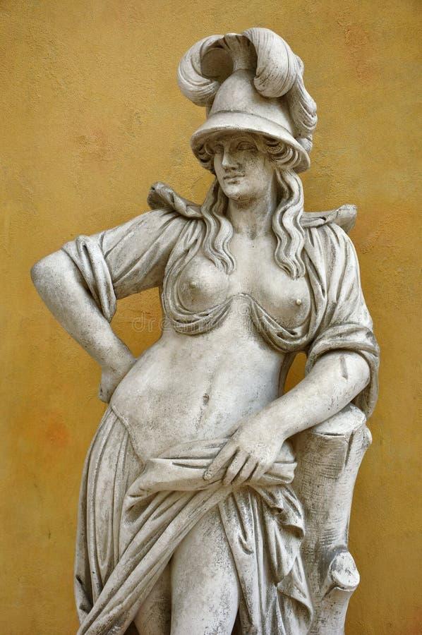 Alte Skulptur der Frau stockfotos