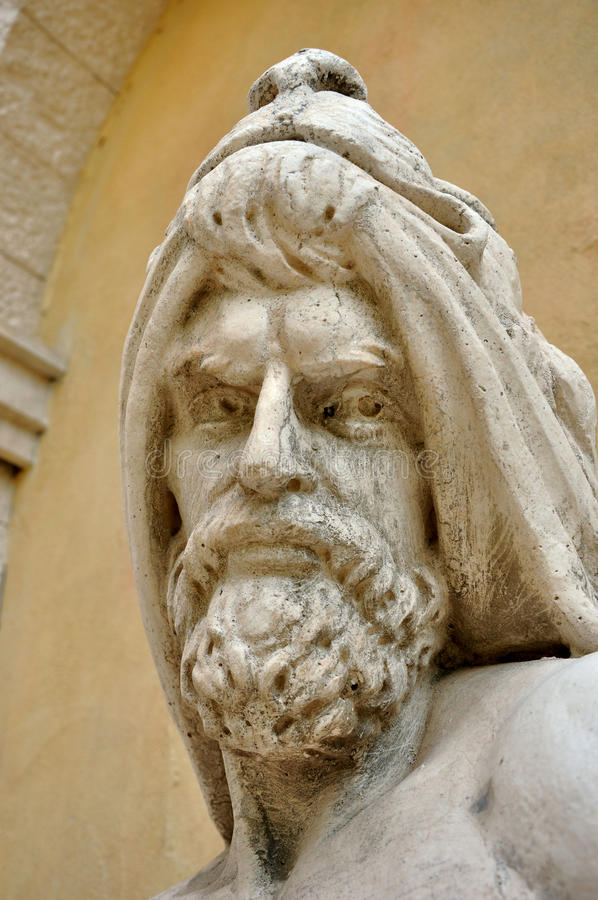 Alte Skulptur des Mannes stockfotografie