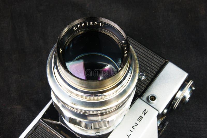 Alte sowjetische Film SLR-Kamera Zenit - B mit Linse JUPITER-11 stockbilder