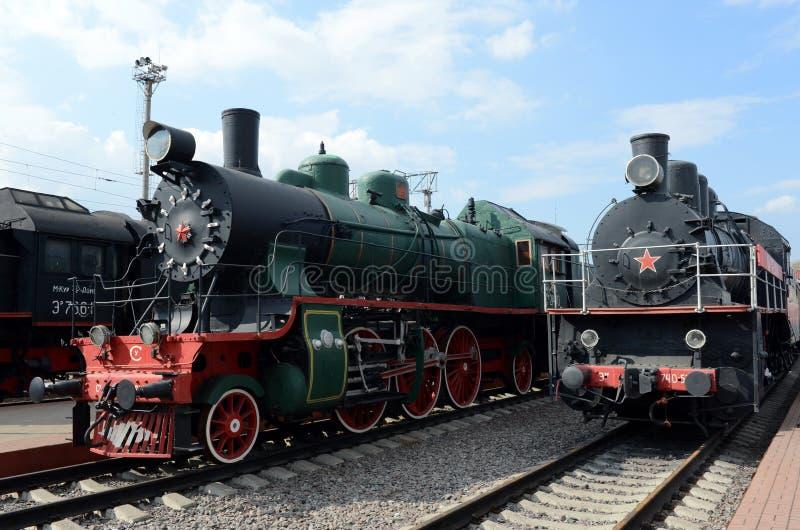 Alte sowjetische Lokomotiven im Museum der Geschichte des Schienentransportes an der Riga-Station in Moskau stockfotografie