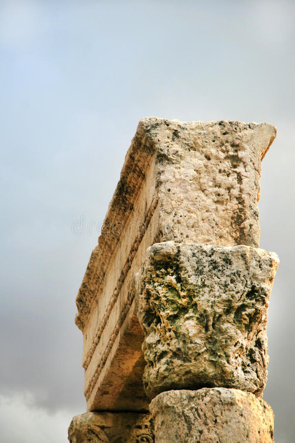 Alte Spalte in Jordanien lizenzfreies stockfoto